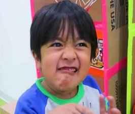 7 year old kids makes 22 million Dollars per year on YouTube.jpg