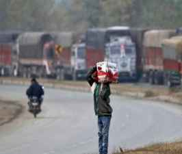Kashmir apple trade picks up again under shadow of militant attacks.jpg