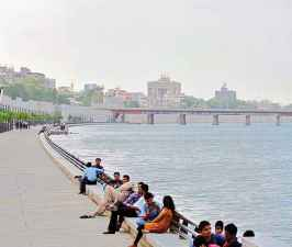 In the survey 100 cities under the Smart City Mission, Ahmedabad first.jpg