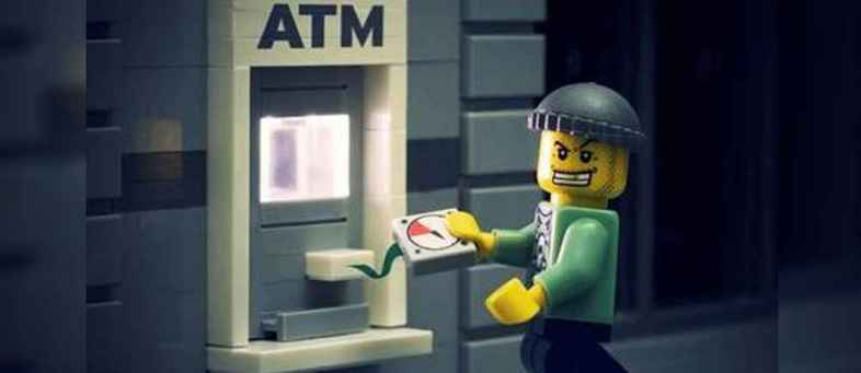Only 400 meters away from the police station, the criminals took the ATM over.jpg