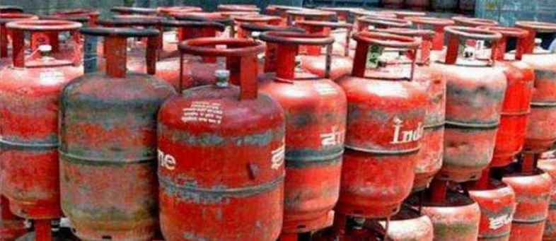 Gas cylinder price hike in only Kolkata, Know price in your city.jpg