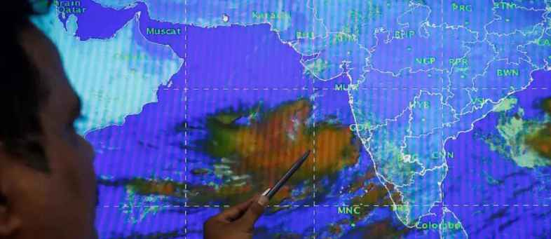 Cyclone Vayu Porbandar-Div, likely to collide - will be 20 inches of rain.jpg