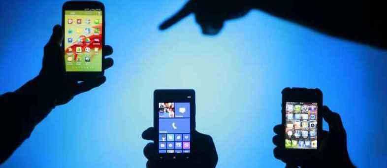 105856-smartphones-reuters.jpg