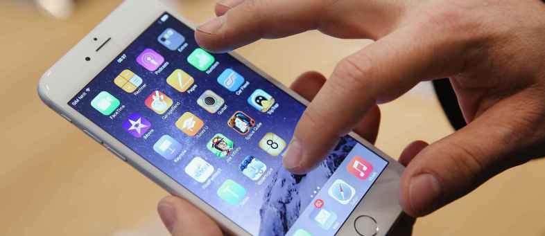 Smartphone companies trends in price cuts.jpg