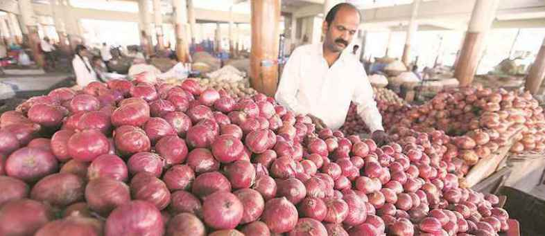 NAFED offloads nearly all onion stocks in open market.jpg