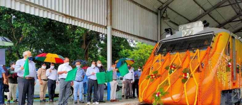 Indian Railways launches 2 new Tejas locomotives at 160 kmph speed.jpeg