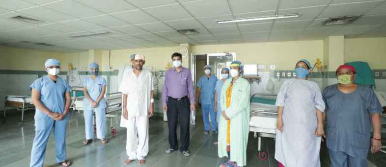 Cancer surgeons performed a complicated operation on the tumor, the patient recovered and went home.jpeg