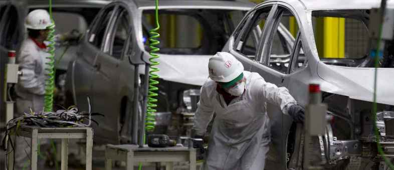 Bentley Motors confirms plans to axe up to a quarter of its workforce.jpg