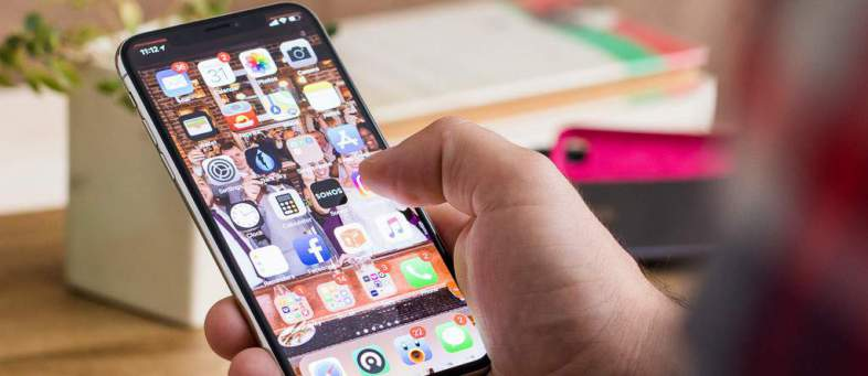 Global smartphone market declined for first time in 2018.jpg