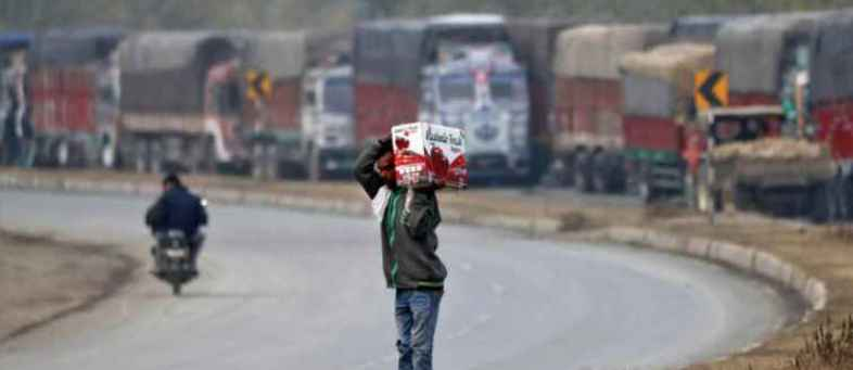 Kashmir apple trade picks up again under shadow of militant attacks.jpg