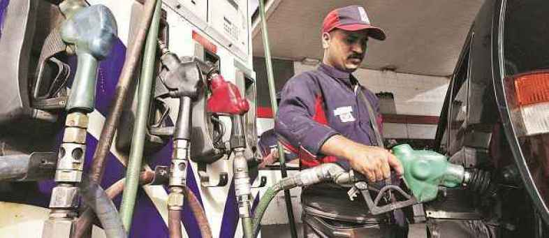 India's Fuel demand hits 9-month low in May due to covid-19 restrictions.jpg