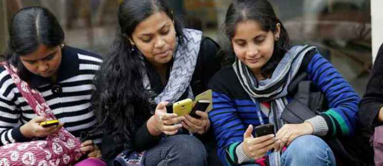 SmartPhone users in India is double to 86 crore by 2022.jpg
