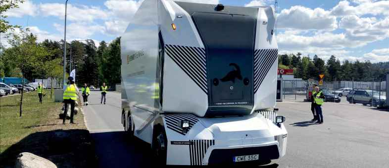 World First Electric Driver less Truck Hits The Road In Sweden.jpg