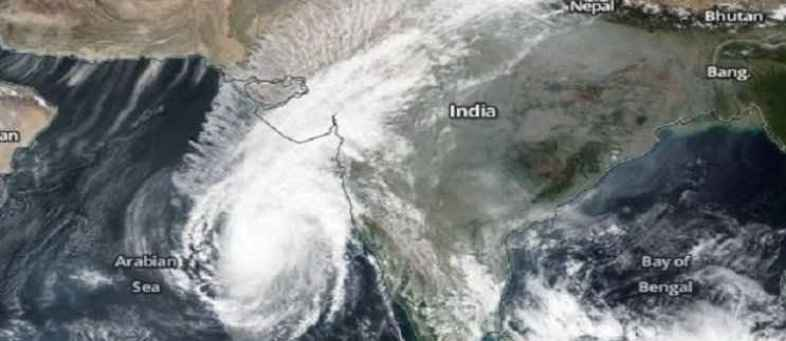 Cyclone Vayu intensifies in Gujarat, Heavy rainfall expected, may delay rains.jpg