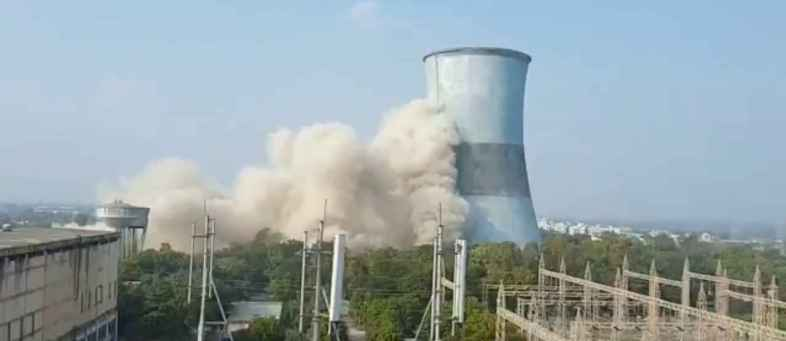 2 towers of the capital's nonuse thermal power station were demolished.jpg