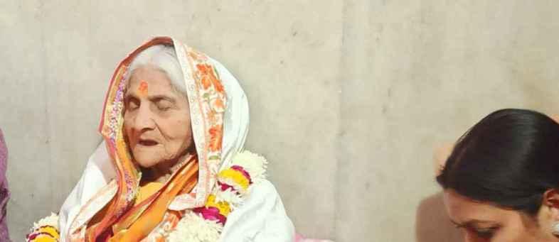Urmila Chaturvedi did not eat a single grain since 28 years.jpeg