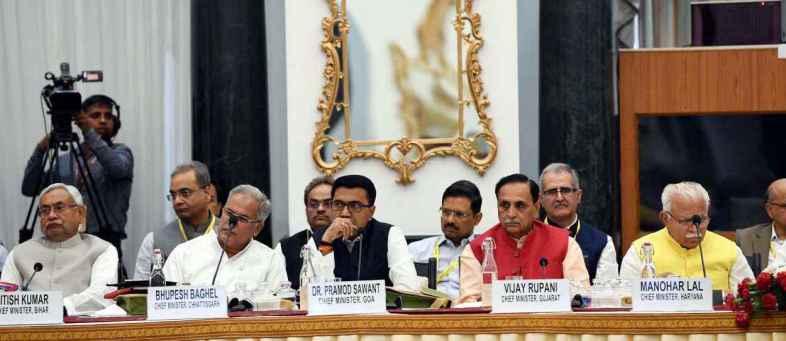 CM Rupani presented Sustainable Vision Agenda 2030 in Niti Aayog meet.jpeg