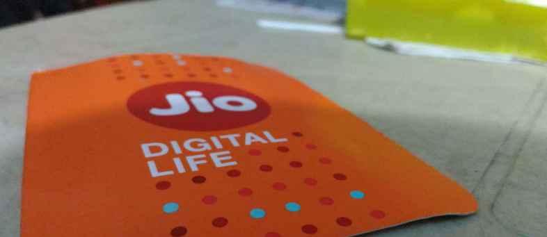 Jio Looks To Take On Incumbent Operators In Postpaid Mobile Market (2).jpg