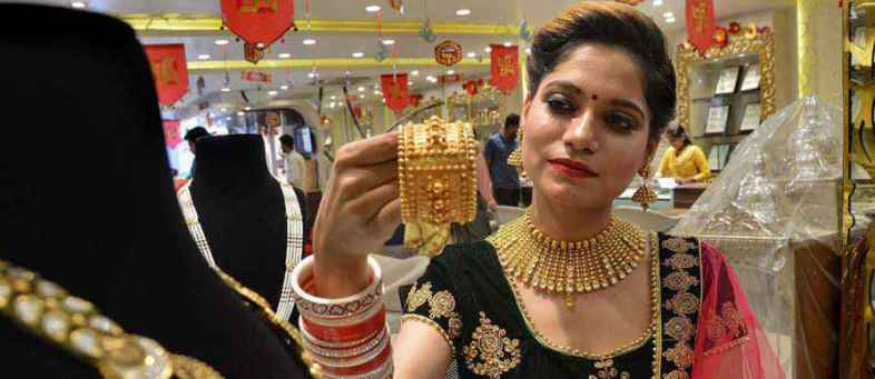Historical Price india's Gold Cross Rs. 39000, global market downturn.jpg
